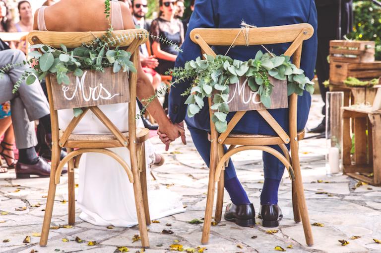Photo de couple - Chaises des mariés cérémonie laïque