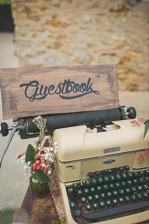 Guestbook et machine à écrire