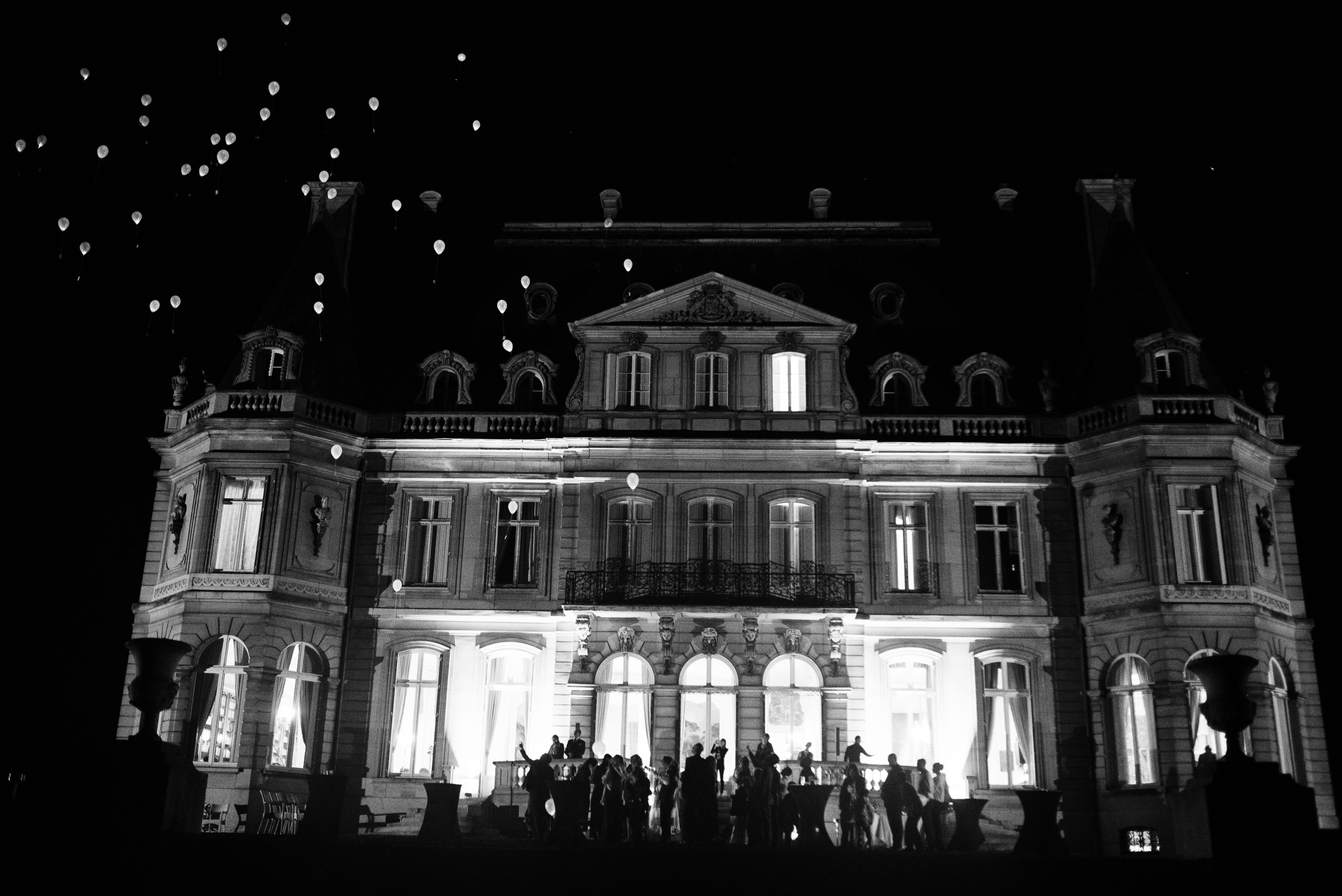 Lâcher de ballons des invités au Château de Dangu