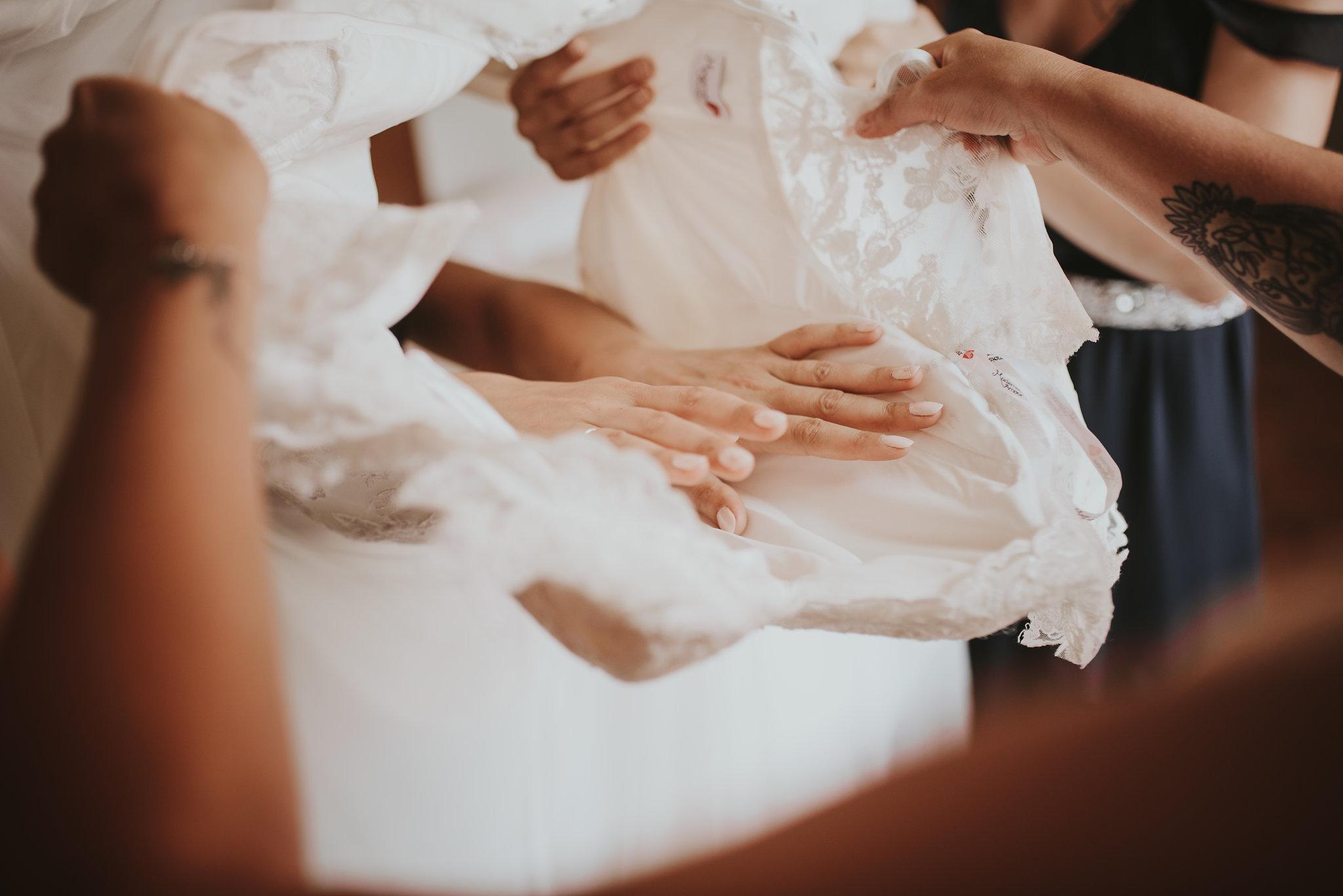 Préparatifs et habillage de la robe